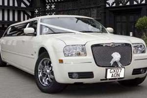 8 Seater Car Hire - Cream Chrysler Limo